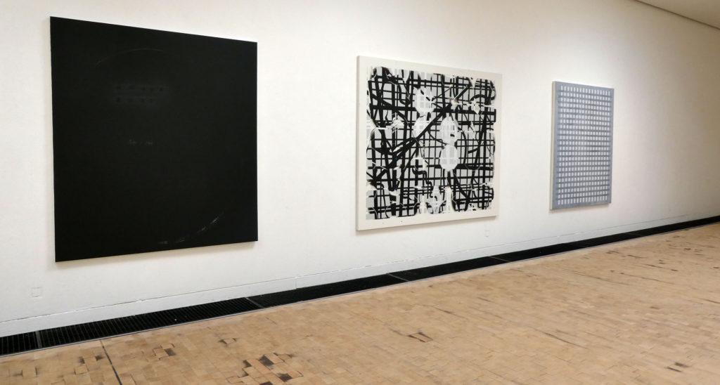 Drei Arbeiten von Bernhard Kock hängen in der Ausstellung im Kubus Hannover